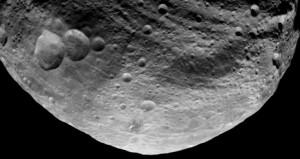 Vista del lato buio di Vesta