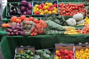 Bancarella di verdure e body painting