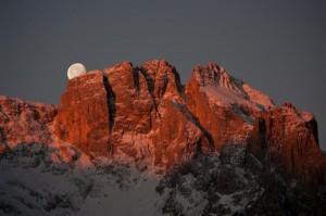 Tramonto luna sul gruppo del Popera